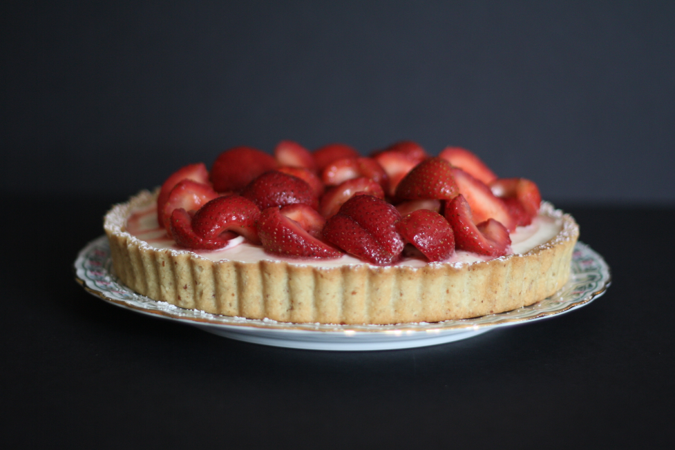 Mascarpone Cheesecake Tart with Rosemary-Kissed Strawberries on butter me up, Brooklyn!